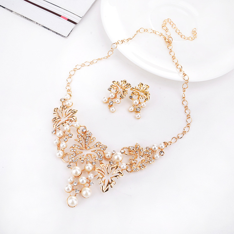 YMN-06085 gold plated nice style pearl matel necklace Yiwu Jewelry Factory Fashion Accessories Manufacture Fashion Jewelry Supplier.